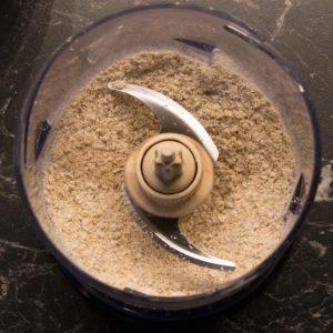 Haferflocken zu Mehl zerkleinern