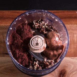Kakao, Mandelmus und Kokosöl dazugeben