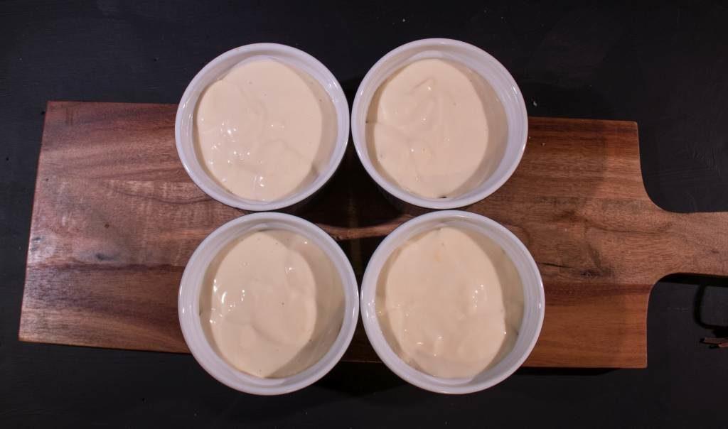 ..dann eine Schicht Creme, wiede rZweibsck mit Espresso und zum Schluss nochmal Creme aufschichten.