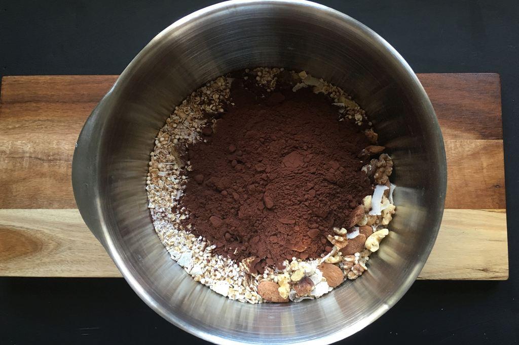 Jetzt das Kakaopulver hinzugeben