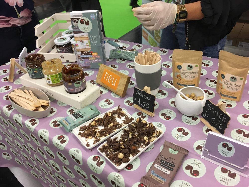 Haselherz macht Schoko-Creme und Schokolade mit Haselnüssen die Herz und Zunge begeistert