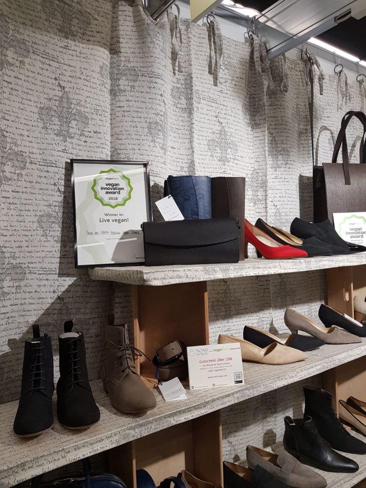 ...sondern ihn auch gewonnen: Die Tasche Silva aus milimeterdünnem veredelten Holz (Quelle: Noah Italian Vegan Shoes)