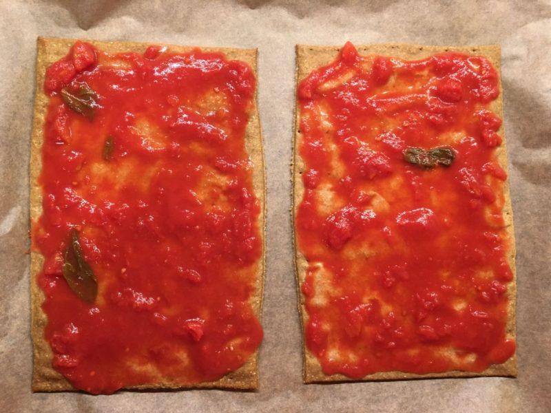 """Tomatensoße drauf - wie bei """"normaler"""" Pizza auch..."""